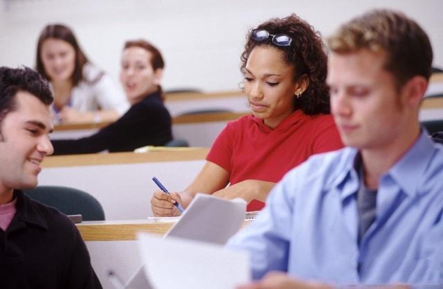 地推招生人员透过眼睛掌握学生和家长心理